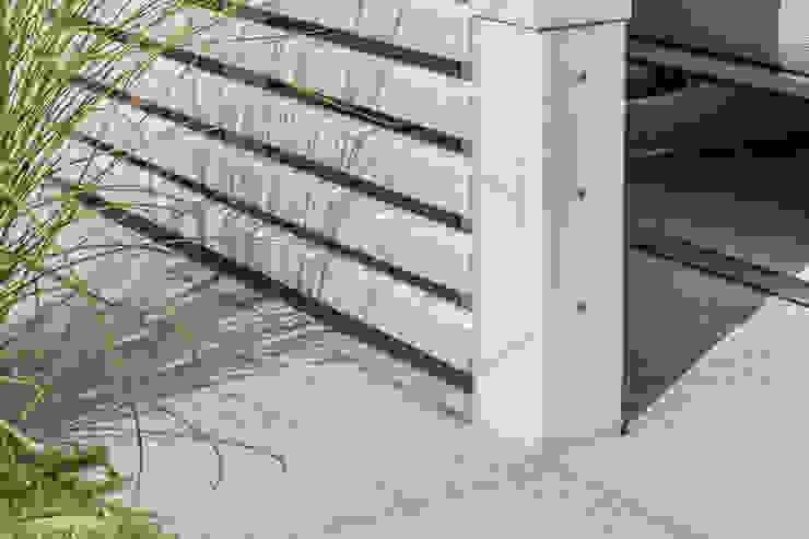 dieMeisterTischler Modern style balcony, porch & terrace