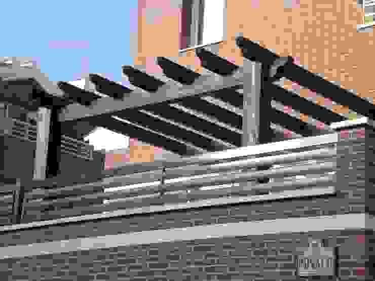 Pérgola de madera exterior de homify Rústico Madera Acabado en madera