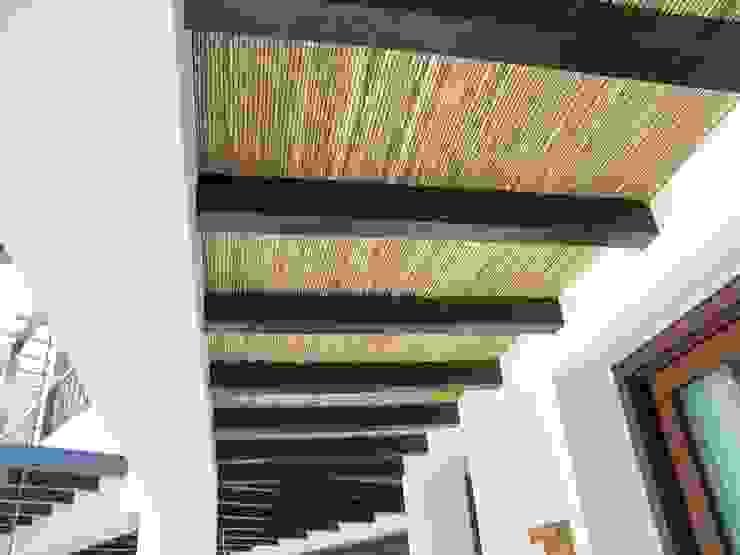 Estructura de madera con cañizo de homify Rústico Madera Acabado en madera