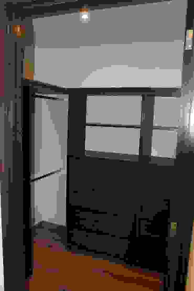CASA T-B Dormitorios modernos de IARKITECTURA Moderno Madera Acabado en madera