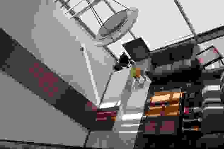 DEPARTAMENTO R-G Salones modernos de IARKITECTURA Moderno Madera Acabado en madera