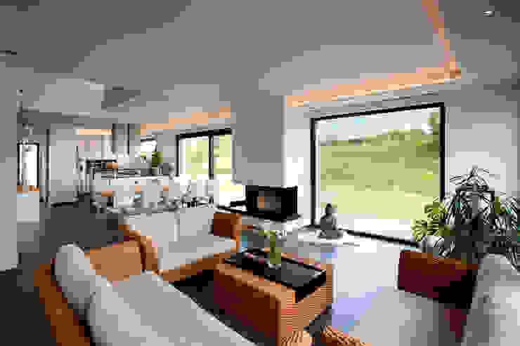 Salas / recibidores de estilo  por Klaus Geyer Elektrotechnik, Mediterráneo