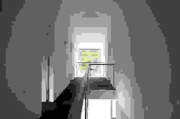 Коридор, прихожая и лестница в модерн стиле от mmarch gmbh - Mader Marti Architektur ETH SIA Модерн Стекло