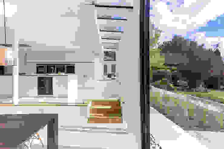 Andover Road من IQ Glass UK حداثي