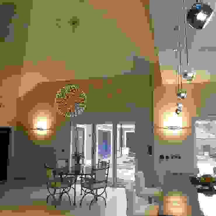 Nottingham Mansion Kitchen/Dinner Cozinhas modernas por David Village Lighting Moderno