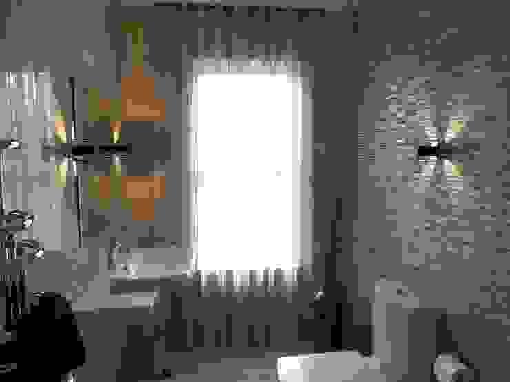 Nottingham Mansion - Bathroom Casas de banho modernas por David Village Lighting Moderno