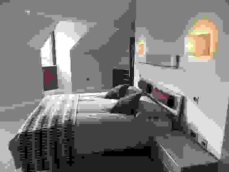 Nottingham Mansion - Guest Bedroom Quartos modernos por David Village Lighting Moderno
