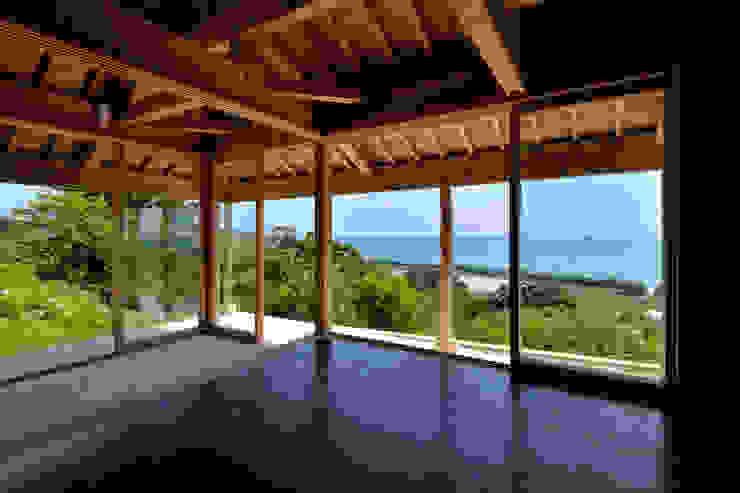 Na-house 門一級建築士事務所 トロピカルデザインの 多目的室 木 黒色