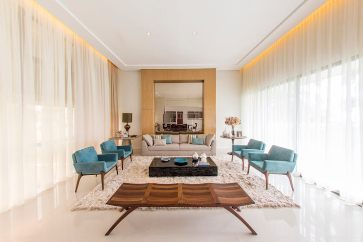 غرفة المعيشة تنفيذ Carolina Mota - Arquitetura, Interiores e Iluminação,