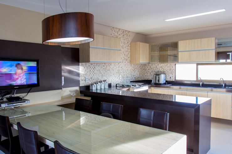 مطبخ تنفيذ Carolina Mota - Arquitetura, Interiores e Iluminação,