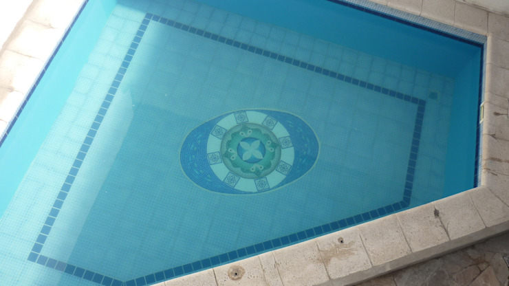 Pool by Mosa Y Quito
