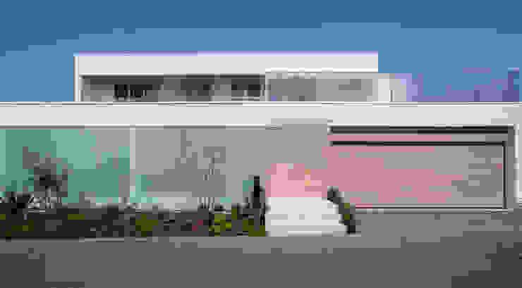 FACADE | VILLA on the park | ML庭特集掲載の高級邸宅: Mアーキテクツ|高級邸宅 豪邸 注文住宅 別荘建築 LUXURY HOUSES | M-architectsが手掛けた家です。,モダン