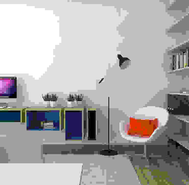 Rénovation d'un appartement Bureau moderne par MARTIN Intérieur Moderne