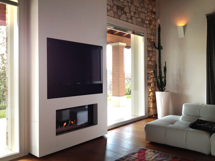 Livings de estilo moderno de SALM Caminetti Moderno