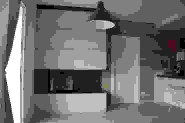 Livings de estilo moderno de SALM Caminetti Moderno Concreto reforzado