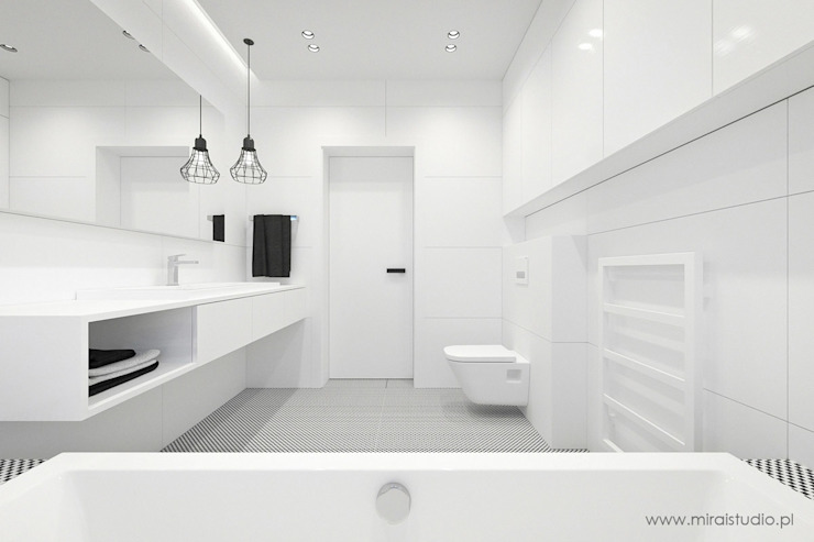 Minimalist style bathroom by MIRAI STUDIO Minimalist Tiles