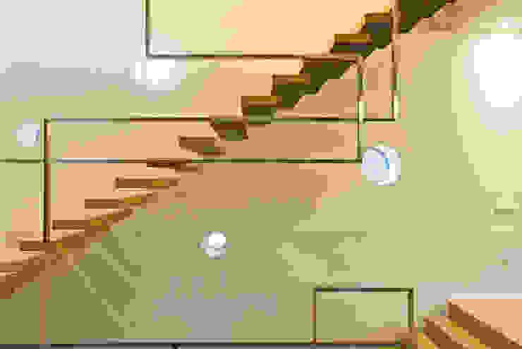 STUDIO CERON & CERON Minimalist corridor, hallway & stairs