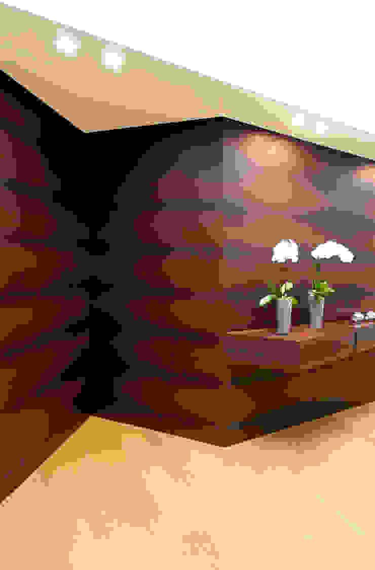 STUDIO CERON & CERON Modern corridor, hallway & stairs