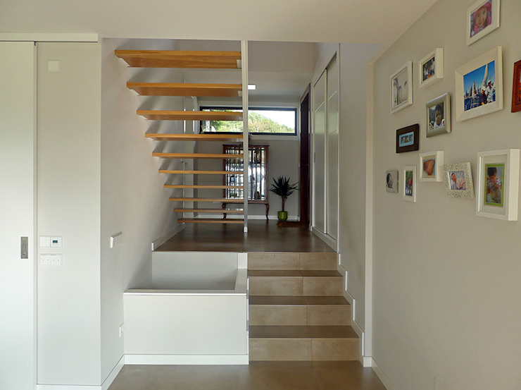 Modern Corridor, Hallway and Staircase by AD+ arquitectura Modern