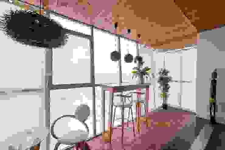 Terrazas de estilo  por Студия дизайна интерьера 'Золотое сечение', Minimalista