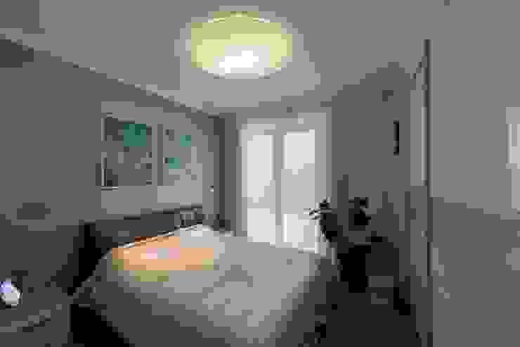 غرفة نوم تنفيذ Студия дизайна интерьера 'Золотое сечение'