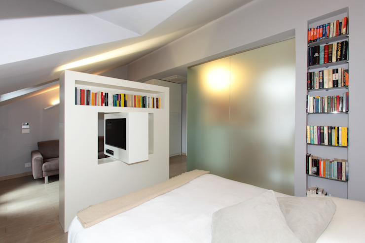 Mansarda Camera da letto minimalista di architetto roberta castelli Minimalista