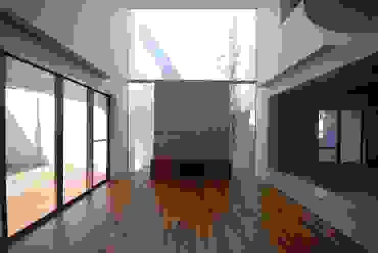 HKM-house : 門一級建築士事務所が手掛けたリビングです。