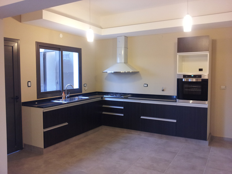 Classic style kitchen by BULLK CONSTRUCTORA Classic