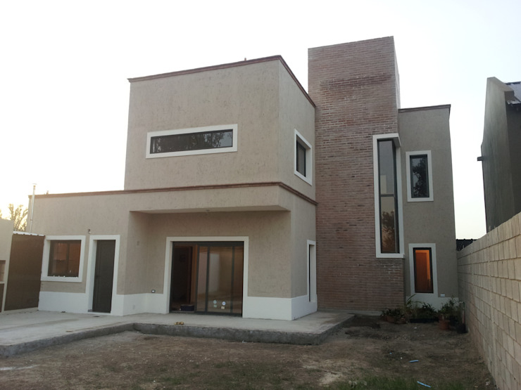 Classic style houses by BULLK CONSTRUCTORA Classic