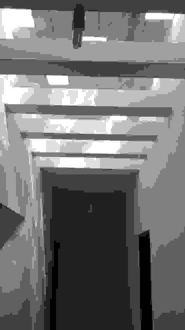 Belavista – Rio Ceballos – Córdoba Pasillos, vestíbulos y escaleras modernos de BULLK CONSTRUCTORA Moderno