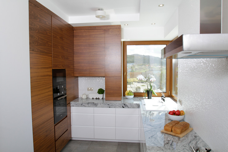 in2home Modern kitchen Wood Wood effect