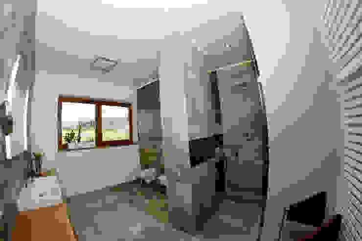 Łazienka z widokiem na góry: styl , w kategorii Łazienka zaprojektowany przez in2home,