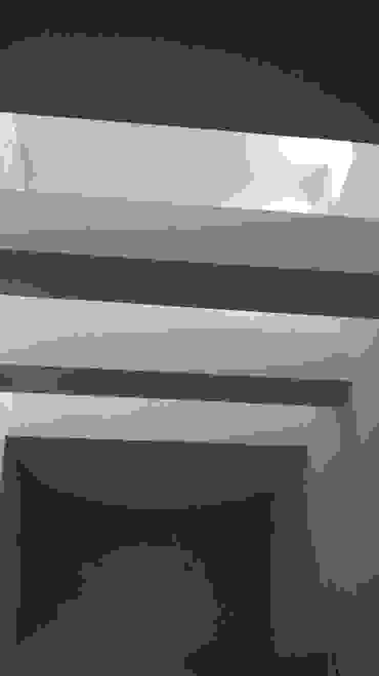 Ampliacion B° San Isidro – Villa Allende Pasillos, vestíbulos y escaleras modernos de BULLK CONSTRUCTORA Moderno