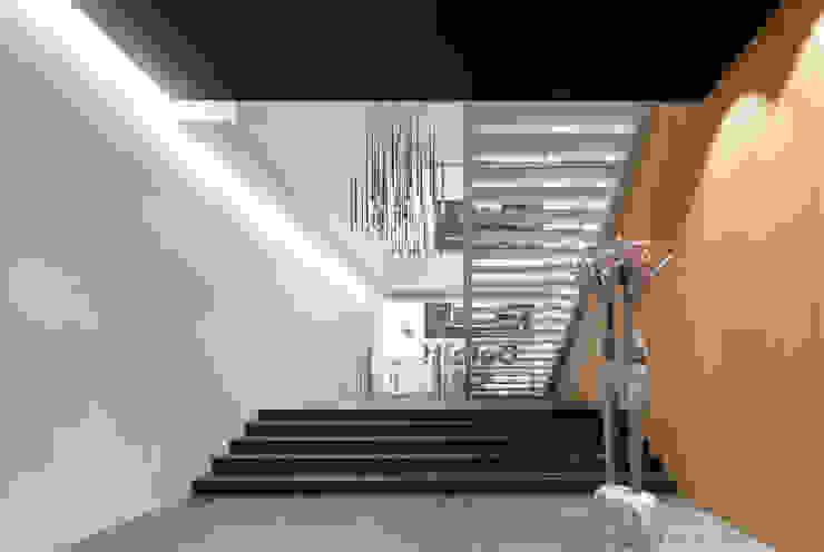 Sede Deloitte Lisboa por Traços Interiores Moderno Alumínio/Zinco