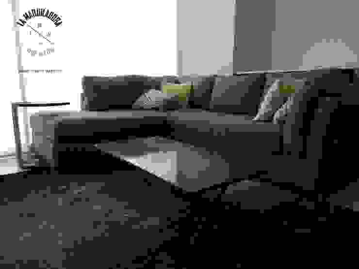 Living room by La Maquiladora / taller de ideas, Modern