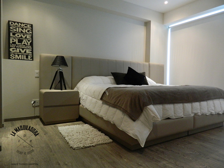Dormitorios de estilo moderno de La Maquiladora / taller de ideas Moderno