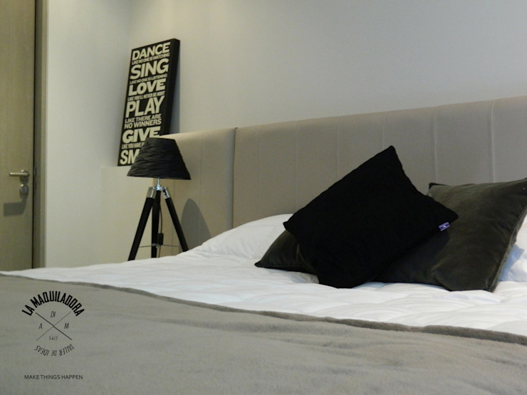 Modern style bedroom by La Maquiladora / taller de ideas Modern