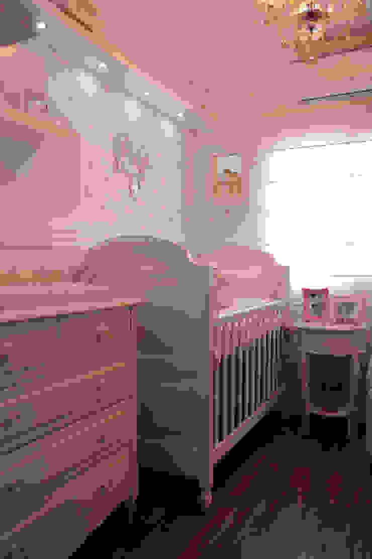 Camila Chalon Arquitetura Nursery/kid's room Pink