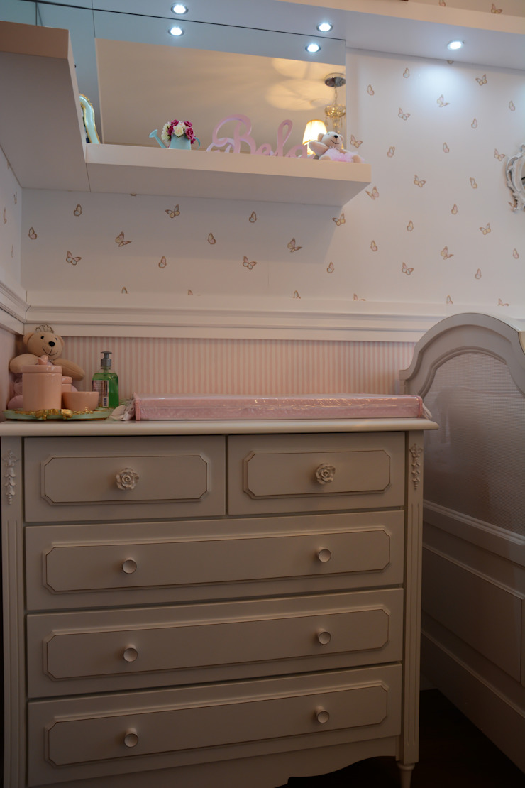 Camila Chalon Arquitetura Nursery/kid's room White