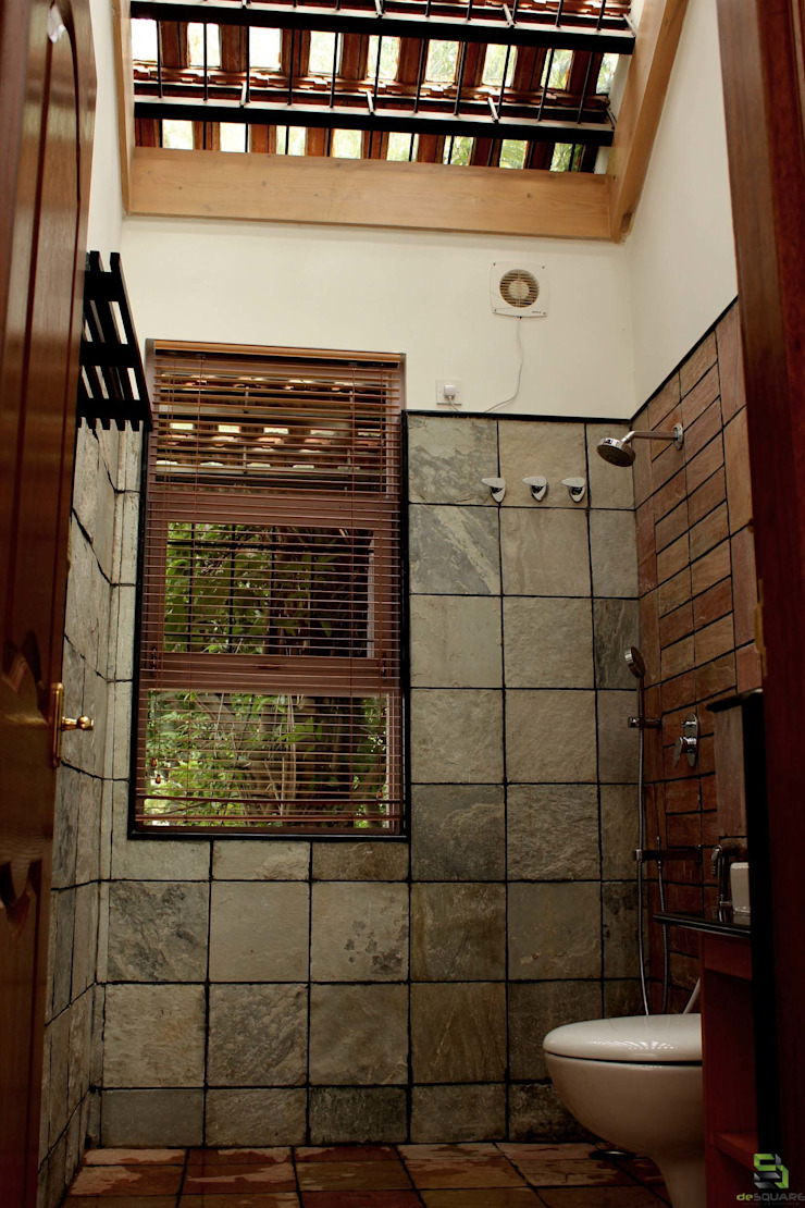 the <q>court</q> house Rustic style bathroom by de square Rustic