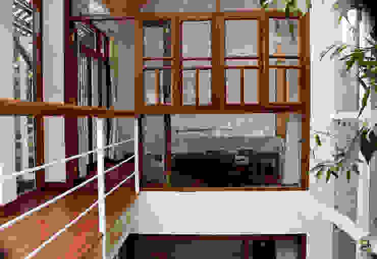 "the ""court"" house:  Windows by de square,Tropical"