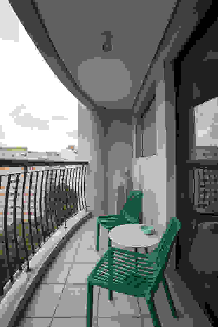 Moderner Balkon, Veranda & Terrasse von SESSO & DALANEZI Modern