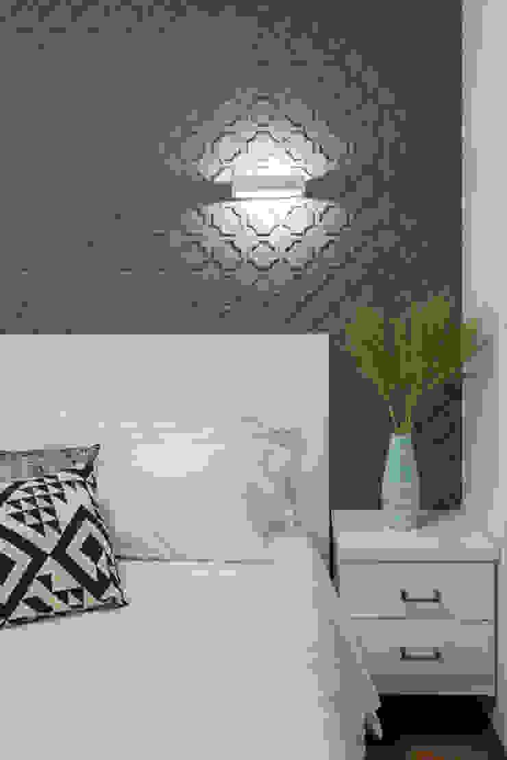 SESSO & DALANEZI Modern style bedroom Grey