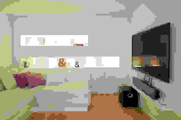 Salon moderne par Bettina Wittenberg Innenarchitektur -stylingroom- Moderne