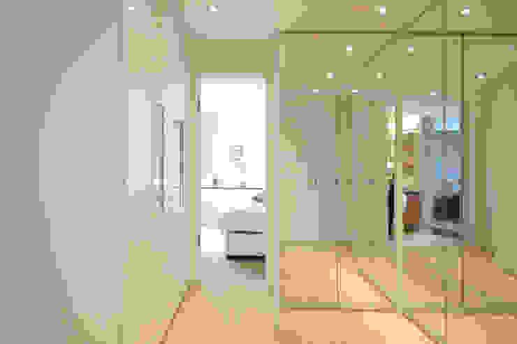 Гардеробная в стиле модерн от Bettina Wittenberg Innenarchitektur -stylingroom- Модерн