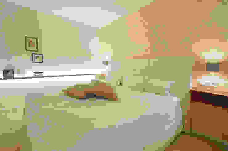 Chambre moderne par Bettina Wittenberg Innenarchitektur -stylingroom- Moderne