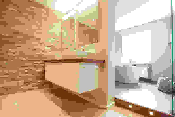 Salle de bain moderne par Bettina Wittenberg Innenarchitektur -stylingroom- Moderne