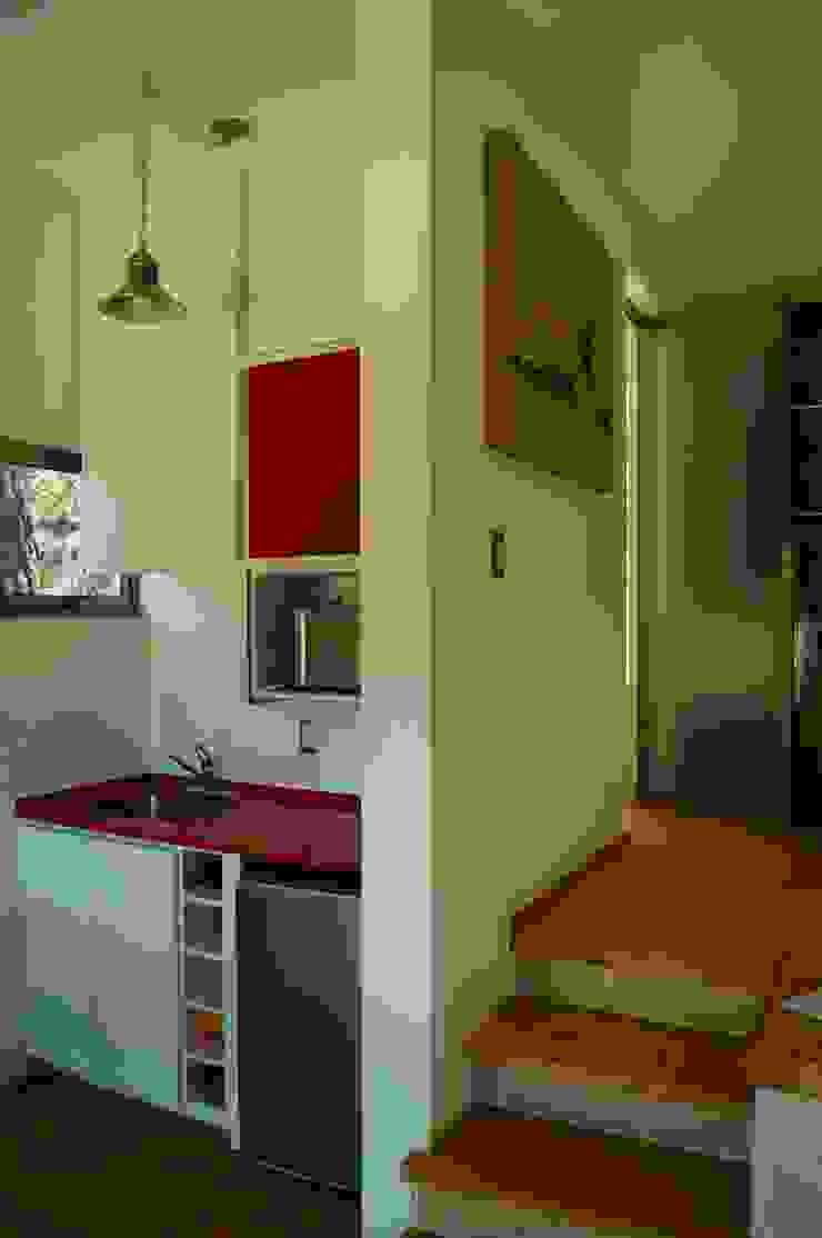 Loft Manatí, Vista Interior. Cocinas minimalistas de T+E ARQUITECTOS Minimalista Compuestos de madera y plástico
