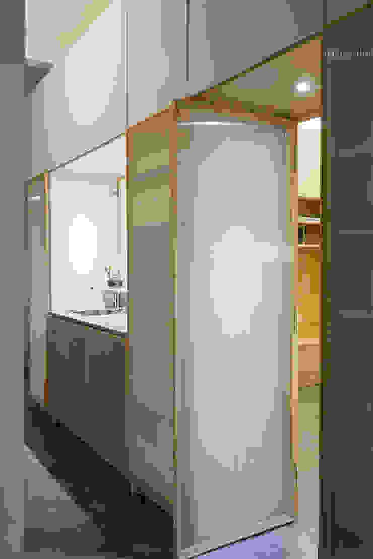 espacio Thea Pasillos, vestíbulos y escaleras minimalistas de IR arquitectura Minimalista