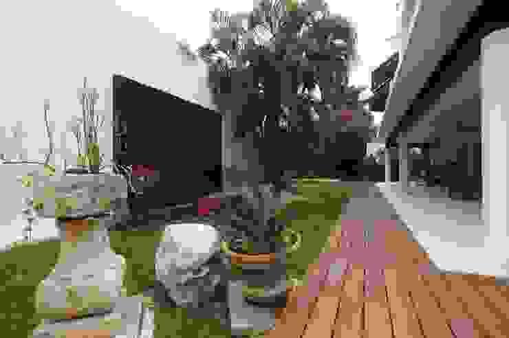 Jardin moderne par AIDA TRACONIS ARQUITECTOS EN MERIDA YUCATAN MEXICO Moderne